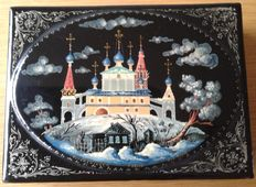 Beautiful hand-painted Russian lacquered box - signed