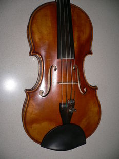Professional solo instrument (Paul Mangenot, Mirecourt), valued