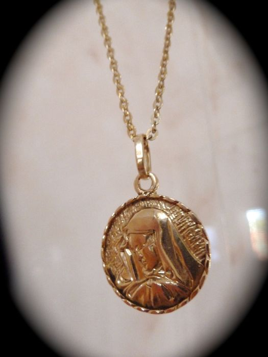 18 kt yellow gold chain with medallion
