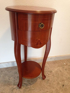Walnut wood side table with limoncillo marquetry Louis XV style, 20th century.