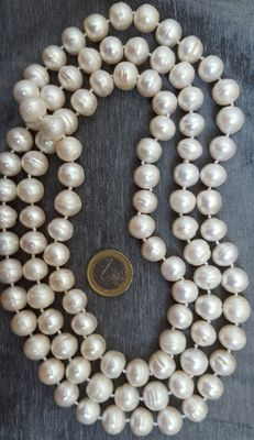 Long big pearl necklace cultured in fresh water – No reserve price