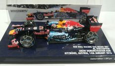 Minichamps - Schaal 1/43 - Red Bull TAG Heuer RB7 Snow Demonstration Run Kitzbuhel 2016 - Max Verstappen