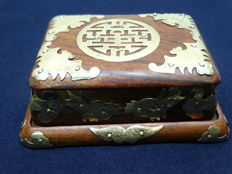 Rosewood box with lid on a tray – China – 1920