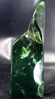 Top quality hand-polished Nephrite tumble - 162 x 60 x 43mm - 628gm