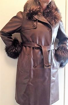 Ralph Lauren - Leather coat with fox necklet and cuffs