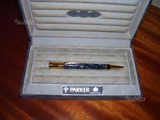 Parker Duofold Ballpoint Pen in Maroon and Blue