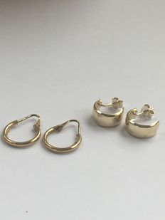 2 pairs of gold creole earrings