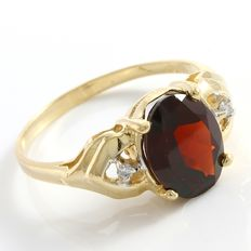 Estate 14kt Yellow Gold Ring  Set with Diamonds and Garnet