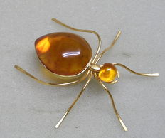 Rare amber brooch 24 kt in the shape of a spider from Kaliningrad approx. 1960