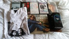 John Lennon - Nice Lot Of 5 VHS Cassettes / Mint Book The New York Years / Mint T- Shirt And Mint Travel Mug