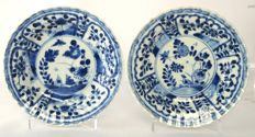 Dishes with contoured edge and decoration of bird in blossom garden - China - circa 1700, Kangxi period (1662-1722)