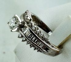 14 kt white gold ring, with 0.70 ct and 0.75 ct diamonds.
