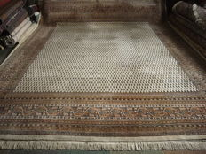 HAND-WOVEN  INDIEN MIR with certificates 345x 301cm