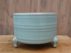 Song Ru-style celadon porcelain incense burner - China - Late 20th century