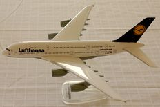 Herpa Wooster/Snap-Fit Lot: Lufthansa A380-Air France Concorde-Qantas B747-Knuffingen Airlines A380