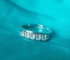 Eternity ring in 18 kt gold with 5 diamonds, 0.35 ct