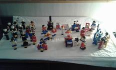 Building Set with People / Homemaker / Legoland - 12 sets o.a. 256 + 215 + 664 - Police Officers and Motorcycle (2x) + Red Indians + TV Crew
