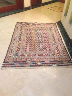 SUPERB Hand Made SUMAK Rug with Precise Needle Work  125 x 183 cm