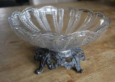 Crystal dish with sink foot and small crystal dish