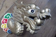 Dragon's head in painted wood, gold and colours - China - Mid 20th century