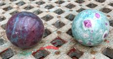 Polished Ruby Kyanite and Ruby Fuchsite - 5,3 en 5,2cm - 530gm  (2)