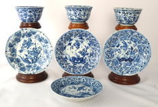 Collection of Chinese porcelain: 4 Saucers and 3 Cups - China - 18th Century (Kangxi period)