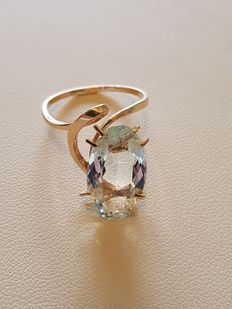 Gold ring with a 3.15 ct aquamarine