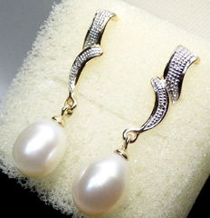 Gold earrings decorated with diamonds and pearls
