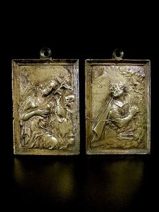 Pair of bronze devotional plaques – Maria Magdalene and Saint Peter – 17th/18th century