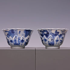 Two beautiful, fine blue/white porcelain cups – 'Lange Lijs' and floral decoration – China – early 18th century (Kangxi period)