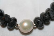 Labradorite gemstone necklace with Akoya pearl and 18 kt gold  clasp