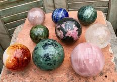 Nice lot of various Mineral spheres - 5,8 to 7,8 cm - 4,51 kg  (9)