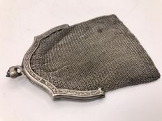 Chain mail purse on decorated silver brace with Sapphire. Ca.1900