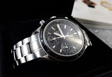 Omega Speedmaster Tag / Datum 40 mm – Herrenuhr – um 2008