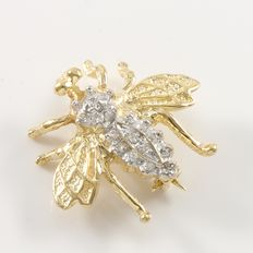 Estate 14K Yellow gold fly pin set with diamonds