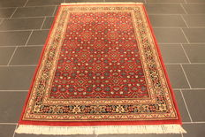 Distinguished hand-woven oriental carpet, Indo Bidjar Herati 124 x 180 cm, made in India at the end of the 20th century