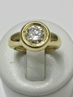 Yellow gold solitaire ring with diamond of 1.30 ct