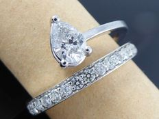 Exclusive white gold ring of 1.05 ct in total set with pear-cut diamond ***No reserve price***
