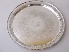 Antique, finely chiselled tray with openwork and central written incision, in English Silver Plate, 1957