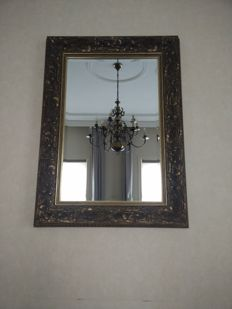 Mirror with floral pattern on edge
