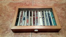 Lot of 12 fountain pens.
