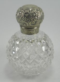 Large Victorian Silver & cut glass perfume scent bottle, John Grinsell & Sons, London 1897