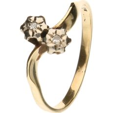Yellow gold ring set with 2 brilliant cut diamonds of approx. 0.04 ct in total