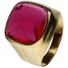 14 kt yellow gold ring set with a synthetic ruby – Inner size: 19 mm