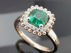 "Diamond ring with natural  ""Deep Bluish Green Columbian Emerald "" 0.73 ct  with IGI  certificate  & 20 diamonds  total  0,20 ct"