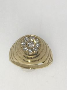 18 kt Yellow gold men's ring with 9 brilliant cut diamonds