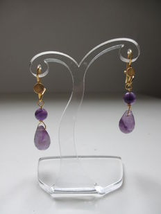 Gold earrings of 18 kt with amethyst