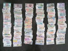 World – Collection of approx. 600 banknotes from all over the world. All different.