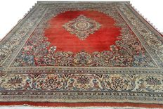 Wonderful and costly Persian carpet Sarough 362 x 273 cm, end of the 20th century