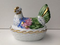 Vista Alegre large polychrome box with a lid in the form of a reclining rooster
